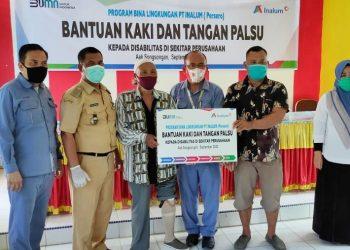 Manager PT. Inalum bersama Camat Aek Songsongan bersama kaum disabilitas