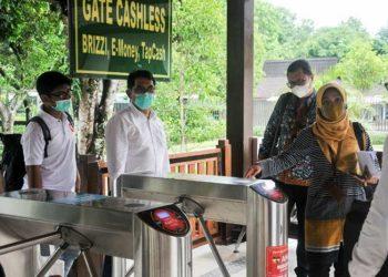 Penerapan e-ticketing dan transaksi nontunai di gerbang pengunjung Taman Wisata Candi Borobudur. (ANTARA/HO - PT TWC)