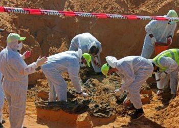 Penyelidik Libya menemukan lebih banyak kuburan massal di kota yang direbut kembali (Sumber Foto: ©Reuters/Ayman al-Sahili)